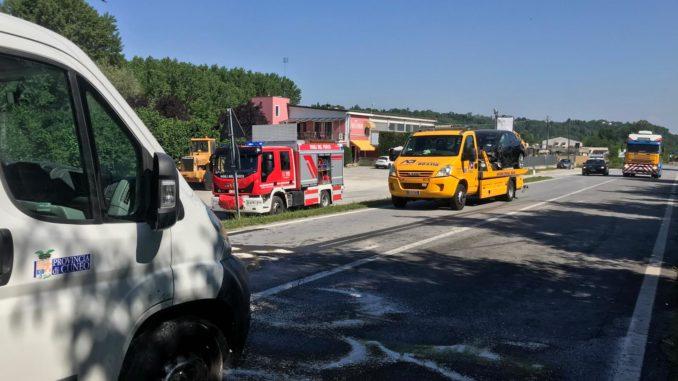 Urto fra un'auto e un tir sulla Fondovalle Tanaro: due feriti lievi