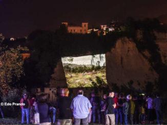 I calanchi di Clavesana diventano uno schermo per proiettare le fotografie