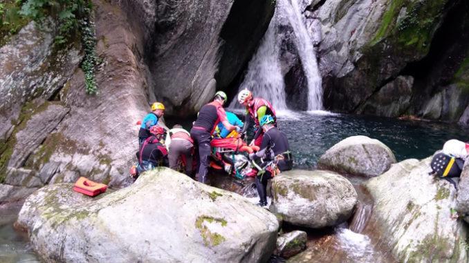 Valle Orco: donna riporta un grave trauma dorsale cadendodurante un corso di torrentismo presso il torrente Vallungo