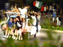 I festeggiamenti ad Alba per la vittoria dell
