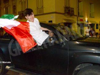 I festeggiamenti ad Alba per la vittoria dell'Italia di calcio 3