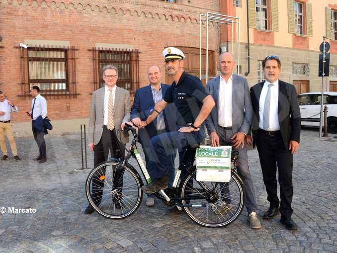 Egea dona una bici elettrica al Comune di Cherasco