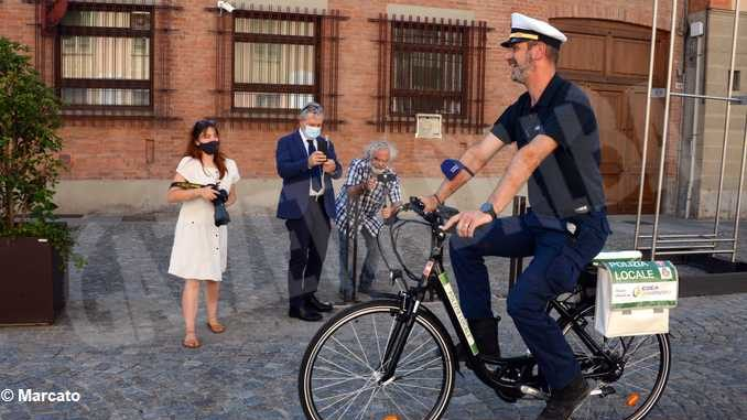 Egea dona una bici elettrica al Comune di Cherasco 1