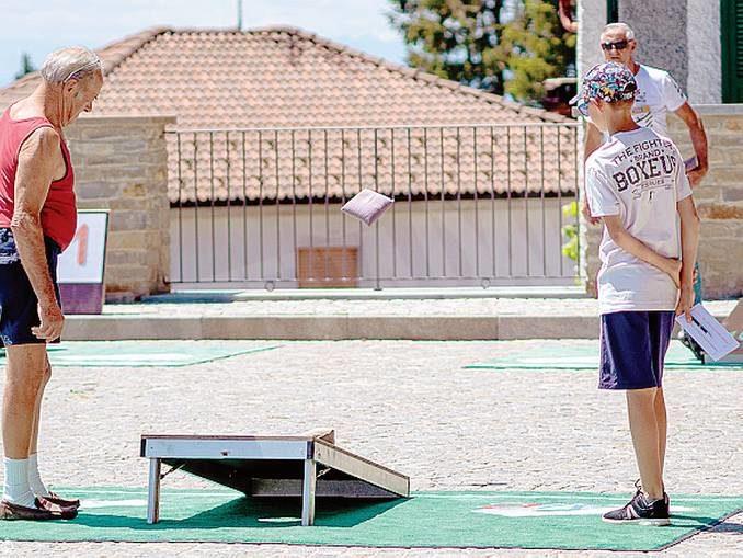 A Mombarcaro anche svizzeri e tedeschi in gara al torneo di cornhole