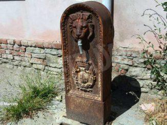 Storica fontana a San Rocco Cherasca lasciata in preda all'incuria