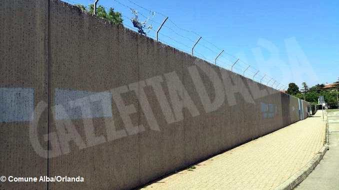 Bando distruzione: si vota per abbattere il muro dell'ex caserma Govone 2