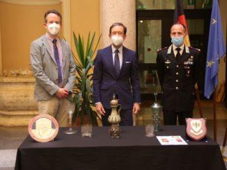 Restituiti all'ambasciatore tedesco i vasi di cristallo recuperati ad Alba
