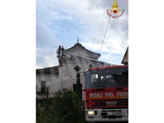 Crolla una porzione della facciata del San Defendente: illesi i residenti 1