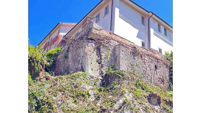 La scarpata di Dogliani Castello dev'essere messa in sicurezza