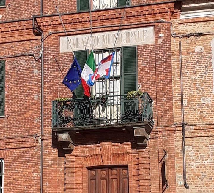 sommariva Bosco bandiere a mezz'asta