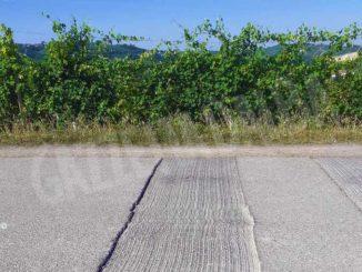 Perché inaugurano delle piste ciclabili ma poi tagliano l'asfalto sulla strada?