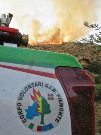 Incendi boschivi nel sud Italia: partiti nella notte 14 volontari con 7 mezzi del corpo Aib Piemonte verso la Calabria 1