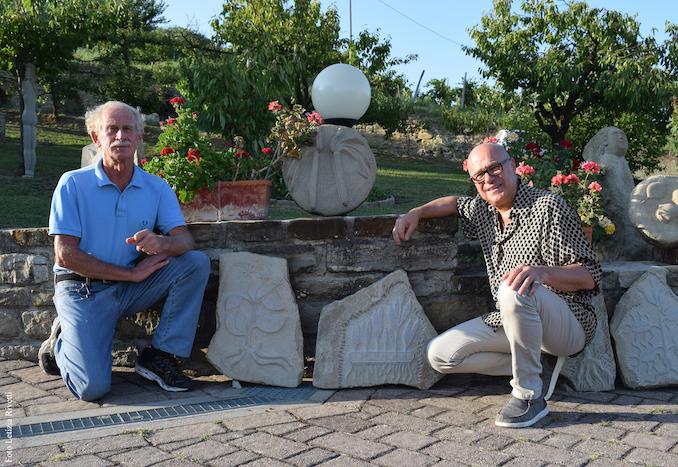 Nando Gallo e Giordano Berti con alcune Pietre di Voynich