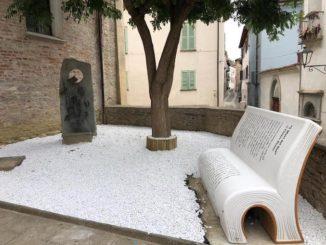 Santo Stefano Belbo rende omaggio a Cesare Pavese con le panchine letterarie 1