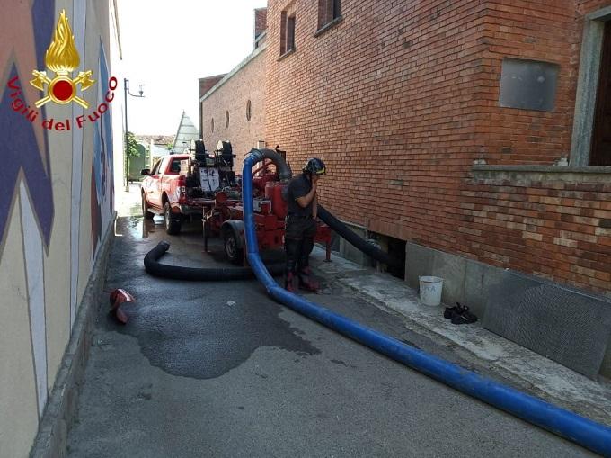 Prosciugamento d'acqua alla Parrocchiale di San Bartolomeo di Castagnole delle Lanze