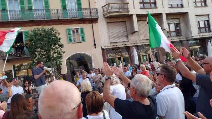In 300 alla manifestazione di Alba contro il green pass