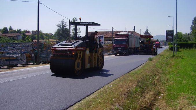 Senso unico sulla provinciale Alba-Canale per lavori di asfaltatura