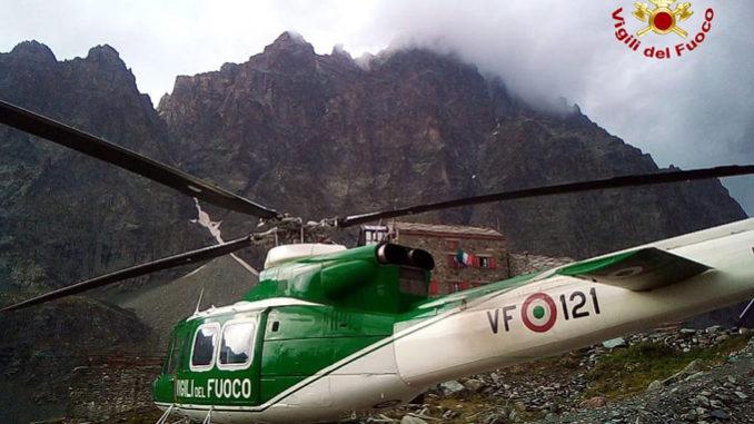 Alpinisti in difficoltà per la grandine sulla cresta est del Monviso nelComune di Pontechianale