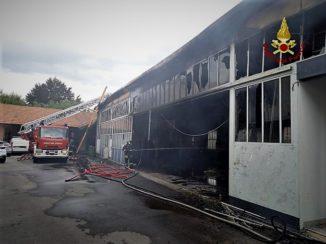 Maestoso incendio alla concessionaria Automobili Massimino di Savigliano 1