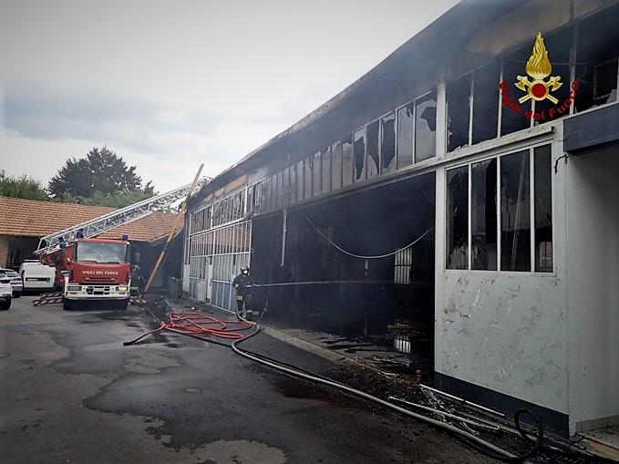 incendio alla concessionaria Automobili Massimino di Savigliano (2)