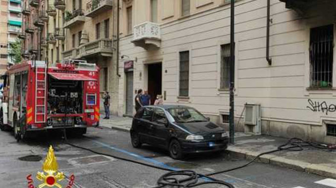 Incendio in abitazione Torino, morto uno dei due ustionati