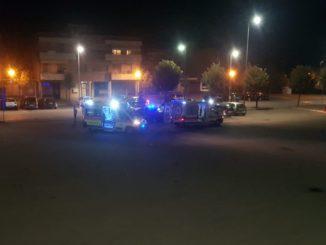 Aggredisce alcuni residenti sulla piazza di Vaccheria: fermato e trasportato in ospedale un ragazzo di 21 anni