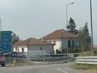 Autotreno cappottato sulla provinciale 661: chiusa la strada verso Carmagnola