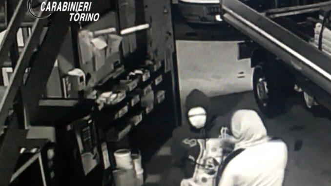 Arrestati dai Carabinieri di Torino per razzie ai danni di magazzini. Colpito anche il Cuneese