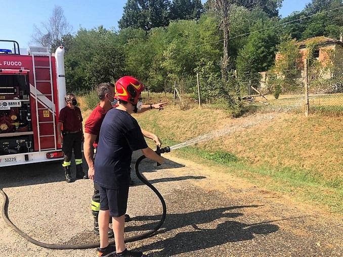I vigili del fuoco di Alba e Sommariva Bosco all'opera con i ragazzi