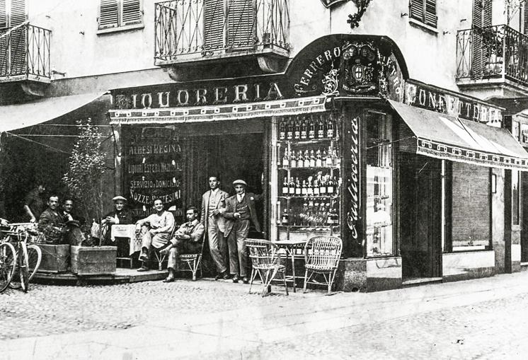 Immagine – Archivio A. Buccolo; 1940 – Pasticceria Ferrero; via Maestra angolo via Pietrino Belli