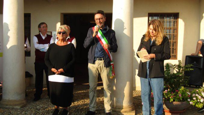 A Ceresole d'Alba l'ultimo appuntamento con Creativamente Roero: inaugurata l'opera di Enrica Borghi