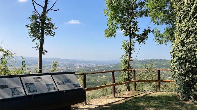 Leggere Ovunque arriva sul belvedere di Magliano Alfieri