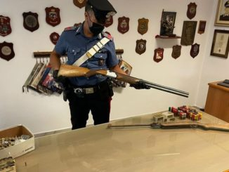 Rocca Canavese, tra le armi sequestrate anche un proiettile da cannone