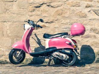 Raduno di Vespa, auto e moto storiche a Castino. Iscrizioni entro sabato 18