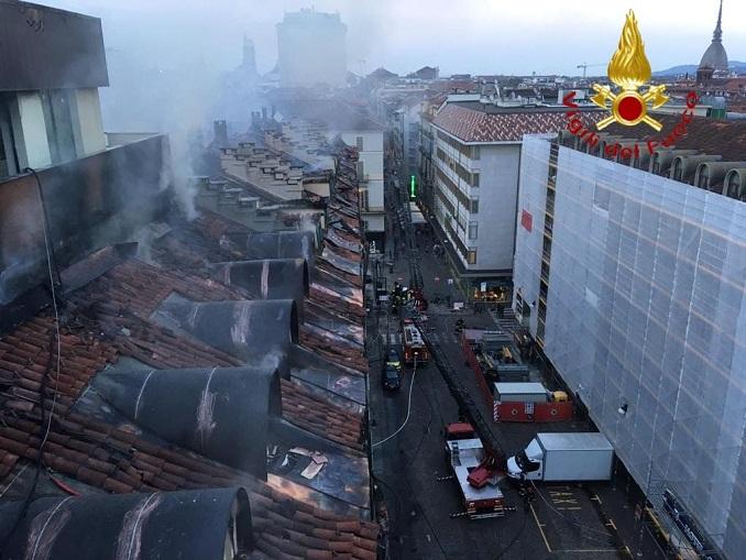 Violento incendio a Torino