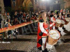 La cena medievale in piazza Duomo per gli Igers 2