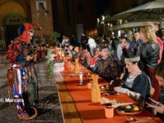 La cena medievale in piazza Duomo per gli Igers 25