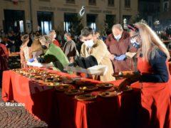 La cena medievale in piazza Duomo per gli Igers 31