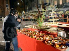 La cena medievale in piazza Duomo per gli Igers 32