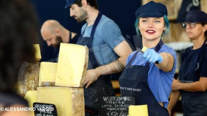 La ministra Dadone inaugura Cheese a Bra