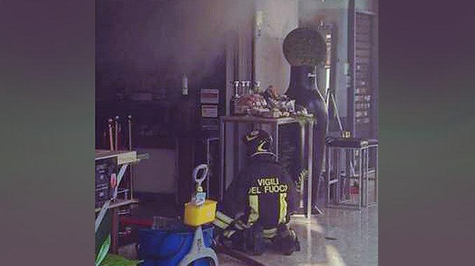 Incendio in via Po, brucia locale sotto i portici di Torino