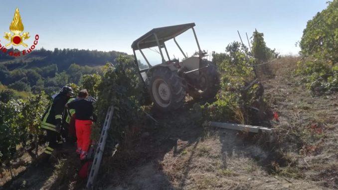 Perde il controllo del mezzo fra i filari: agricoltore ferito a Clavesana