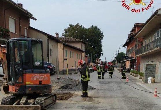 Operai al lavoro tranciano un condotto del metano: quaranta persone evacuate a Magliano Alpi