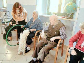 Pet therapy per gli anziani alla casa di riposo di Neive