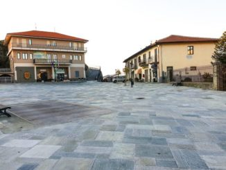 La piazza del Mercato ora è più bella grazie alla pietra di Luserna