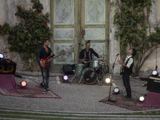 """Santarè: """"Davvero Felice?"""" è il nuovo brano della band rock dal sound moderno che si interroga sul reale significato della parola felicità"""