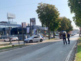 Motociclista a terra in corso Bra: sul posto la Polizia municipale e le ambulanze 1