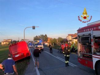Auto e furgone si scontrano sulla via Autostrada a Magliano Alpi, elitrasportata a Cuneo la conducente dell'auto