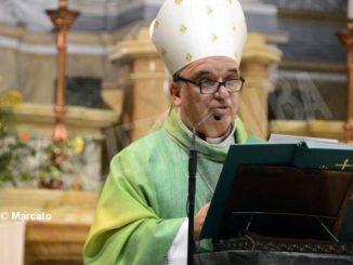 La Chiesa di Alba avvia il Cammino sinodale e Brunetti consegna la lettera pastorale 1